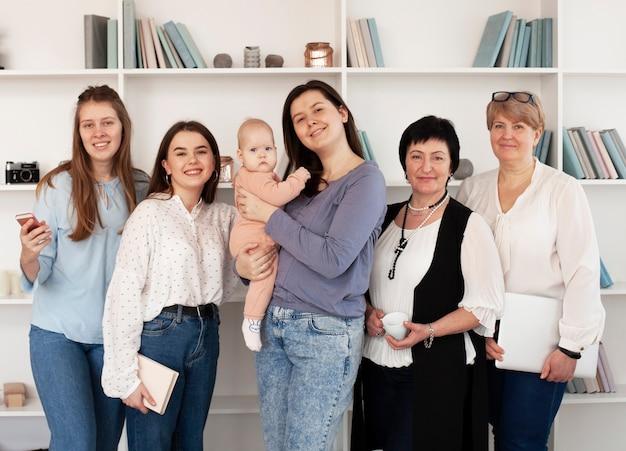 Mode de vie communautaire des femmes et petite fille