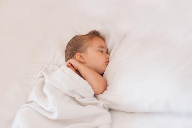 Mode de vie sain, fiv, bébé dort