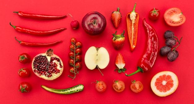 Mode de vie sain avec des légumes rouges et des fruits