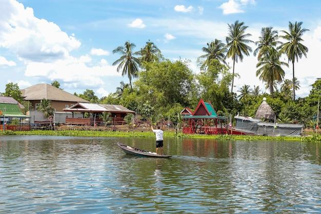 Mode de vie thaïlandais au bord de l'eau