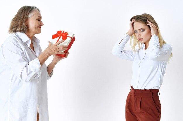 Mode de vie de vacances de cadeau de maman et de fille