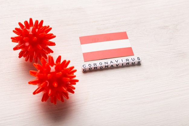 Modèle abstrait de souche de virus du coronavirus du syndrome respiratoire du moyen-orient 2019-ncov ou coronavirus covid-19 avec texte et drapeau autriche sur blanc