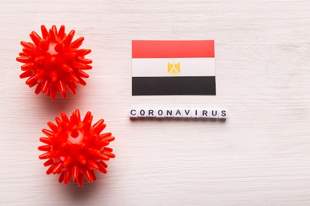 Modèle abstrait de souche de virus du coronavirus du syndrome respiratoire du moyen-orient 2019-ncov ou coronavirus covid-19 avec texte et drapeau egypte sur blanc