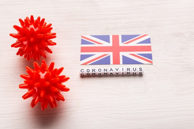 Modèle abstrait de souche de virus du coronavirus du syndrome respiratoire du moyen-orient 2019-ncov ou coronavirus covid-19 avec texte et drapeau royaume-uni sur blanc