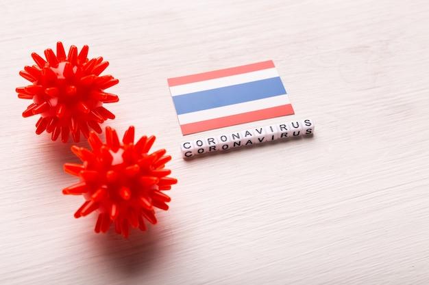 Modèle abstrait de souche de virus du coronavirus du syndrome respiratoire du moyen-orient 2019-ncov ou coronavirus covid-19 avec texte et drapeau thaïlande sur blanc