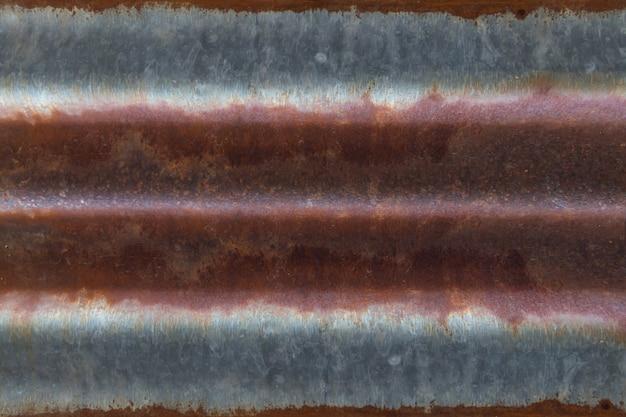 Modèle abstrait de vieux manteau rouillé sur plaque d'acier