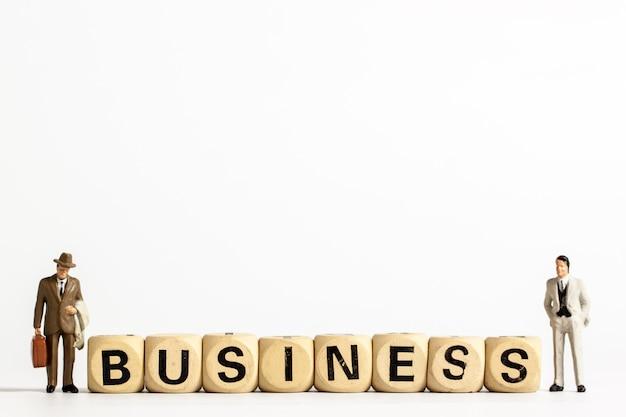 Modèle d'affaires homme et mots d'affaires