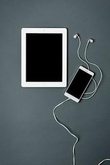 Modèle d'affaires avec téléphone, tablette.