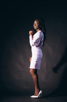Modèle afro-américaine en studio
