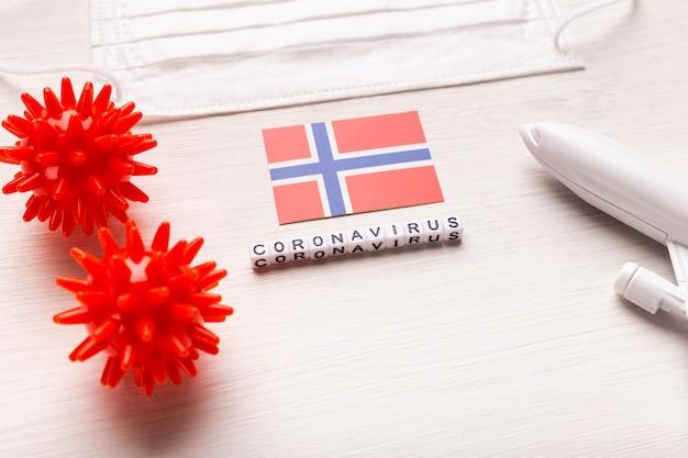 Modèle d'avion et masque facial et drapeau norvège. pandémie de coronavirus. interdiction de vol et fermeture des frontières pour les touristes et les voyageurs atteints de coronavirus covid-19 d'europe et d'asie.