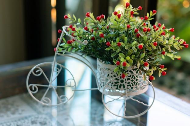 Modèle de bicyclette fret fleur en plastique pour décorer un café