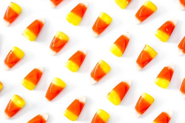 Modèle de bonbons halloween typique isolé sur blanc