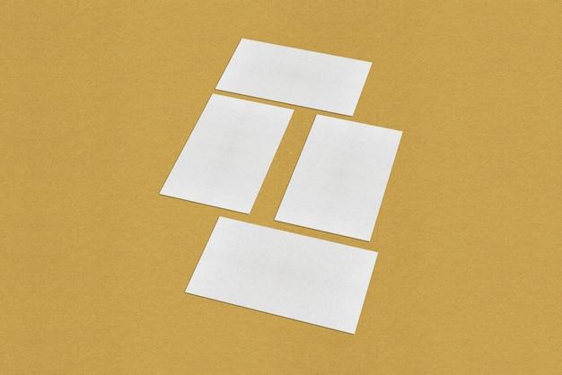 Modèle de carte de visite vierge blanche, carte de visite blanche sur fond doré