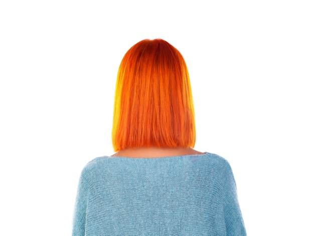 Modèle avec cheveux roux et coupe de cheveux bob. vue arrière.