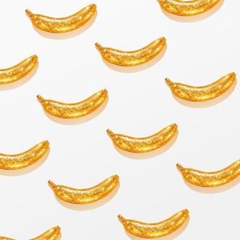 Modèle créatif d'une banane dorée sur fond blanc. contexte créatif.