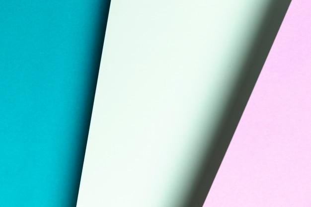 Modèle avec différentes nuances de gros plan bleu et violet