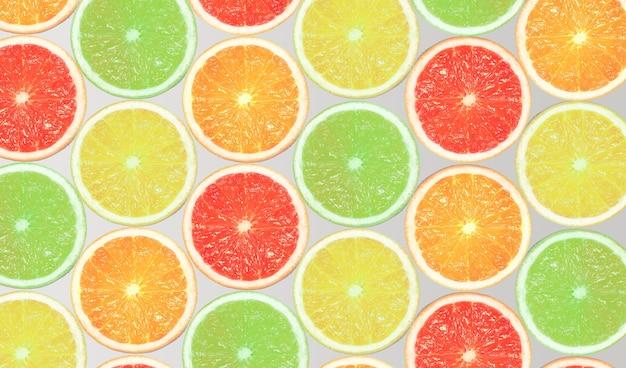 Modèle fait de tranches d'orange, de citron, de pamplemousse et de citron vert sur fond clair. concept d'été minimal. mise à plat.