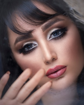 Modèle féminin, porter, smokey, oeil, maquillage