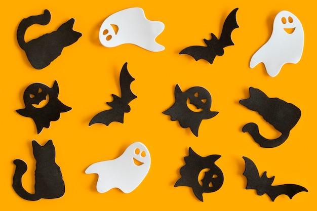 Modèle de figurines halloween sur fond orange