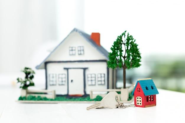 Modèle de maison et clés