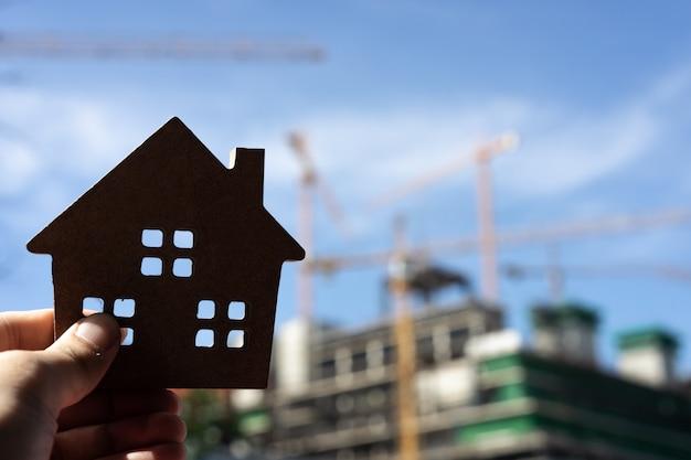 Modèle de maison dans l'agent de courtier d'assurance habitation