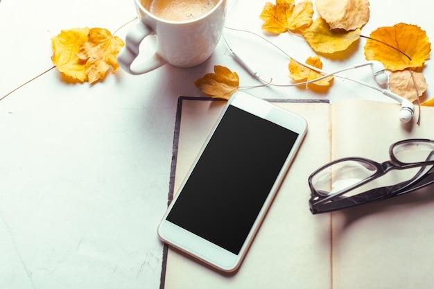 Modèle de maquette smartphone vue de dessus avec écran noir