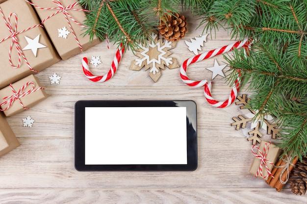 Modèle de maquette de tablette numérique pour la présentation d'applications de noël ou la promotion de sites web