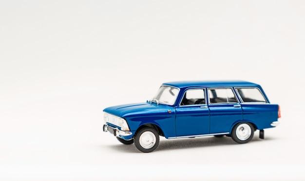 Un Modèle Miniature D'une Voiture Russe Photo Premium