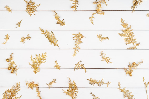 Modèle de noël de décorations de vacances sur un fond en bois blanc
