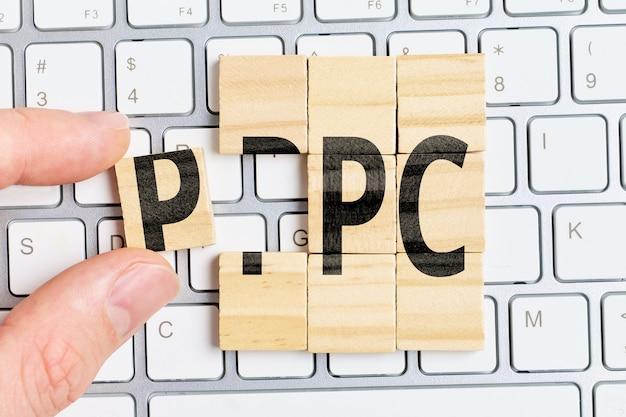 Modèle de paiement par clic ppc pour la publicité sur les sites web.