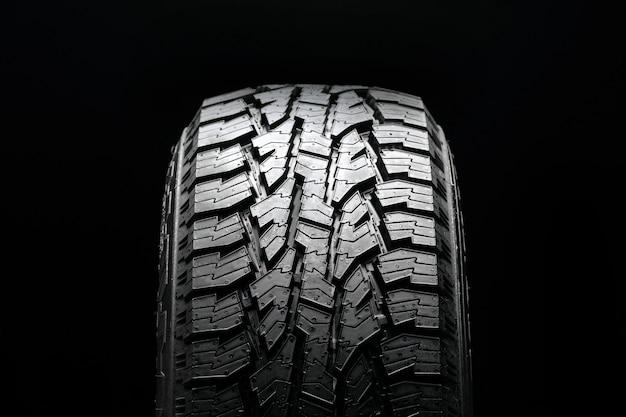Modèle de pneu tout-terrain, vue du pneu avant.