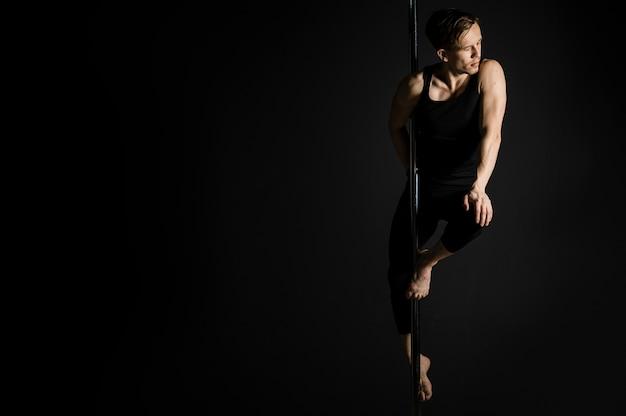 Modèle professionnel de danseur sur perche
