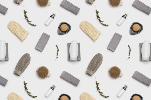 Modèle sans couture avec accessoires de bain en matériau naturel, ensemble zéro déchet pour salle de bain