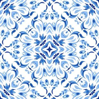 Modèle sans couture aquarelle damassé bleu, ornement de carrelage renaissance indigo.