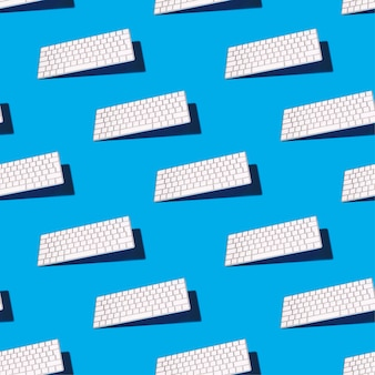 Modèle sans couture bleu avec un clavier d'un ordinateur moderne d'équilibrage