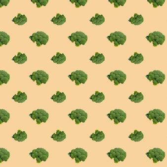 Modèle sans couture de brocoli sur fond beige