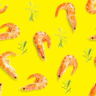Modèle sans couture de crevettes tigrées à base de crevettes isolées sur un modèle sans couture de fruits de mer de surface jaune avec motif de fruits de mer de crevettes