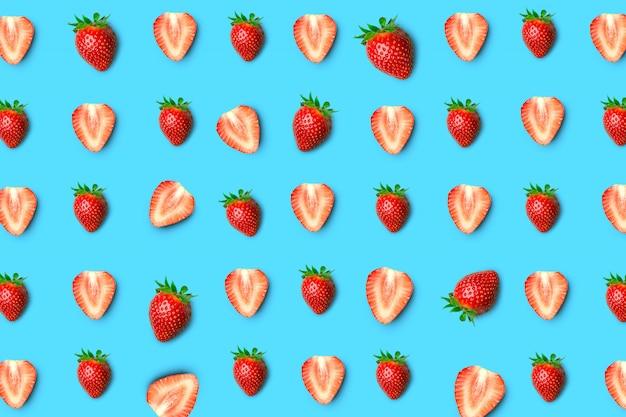 Modèle sans couture de fraises. couper les fraises en morceaux