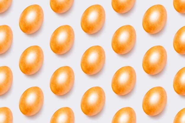 Modèle sans couture avec des oeufs de pâques or