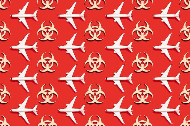 Modèle sans couture de symbole d'avertissement de danger biologique sur fond rouge. virus épidémique du coronavirus. déchets biologiques dangereux, radioactifs et toxiques.
