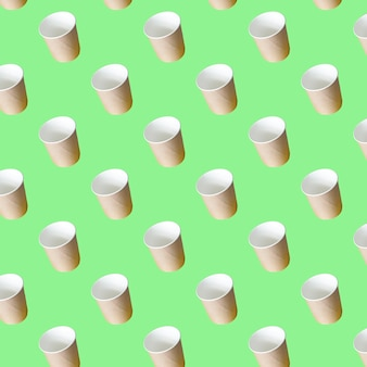 Modèle sans couture de tasses à soupe en papier artisanal sur fond de papier vert conteneur pour plats à emporter