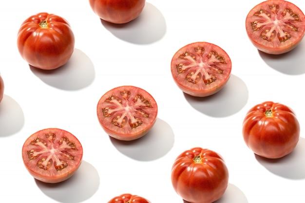 Modèle de tomate rouge fraîche isolé