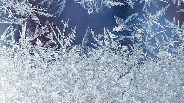 Modèles De Givre Sur La Fenêtre, Fond De Givre. Motif Givré Sur La Vitre D'hiver Photo Premium