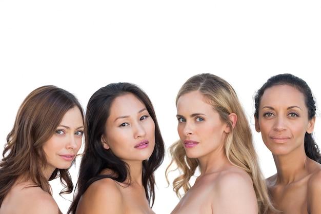 Modèles nus sensuels posant et regardant la caméra
