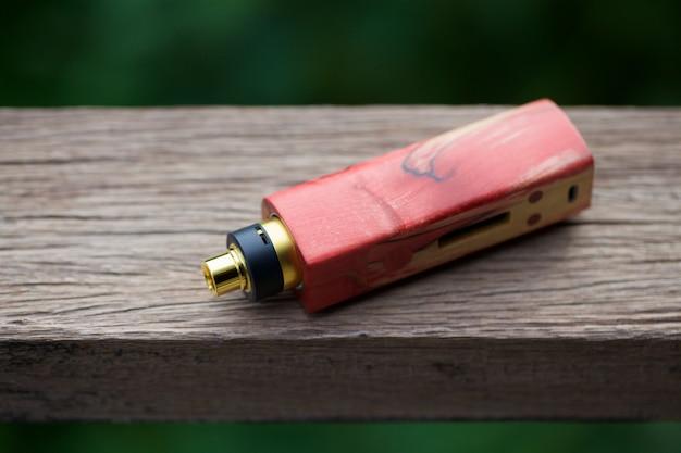 Mods de boîte en bois stabilisé naturel rouge haut de gamme avec atomiseur reconstructible dégoulinant sur bois naturel