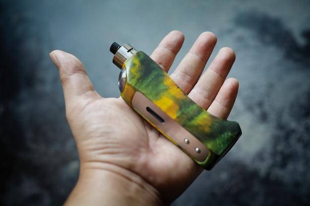 Mods de boîte régulée en bois stabilisé vert jaune haut de gamme avec atomiseur dégoulinant reconstructible à la main