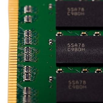 Module de mémoire d'ordinateur, isolation.