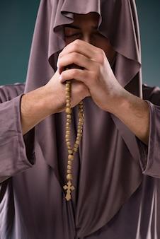 Moine dans le concept religieux