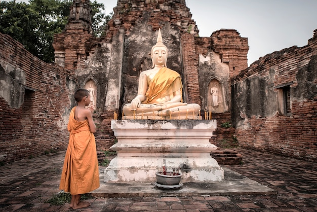 Moine novice en thaïlande