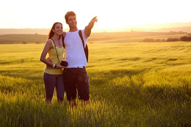 Mois-souris hill male walking couple